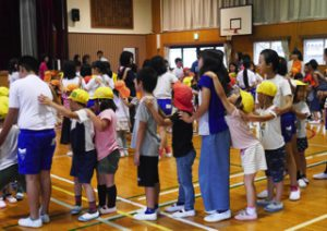 H30-6-6_5歳児5年生との交流会